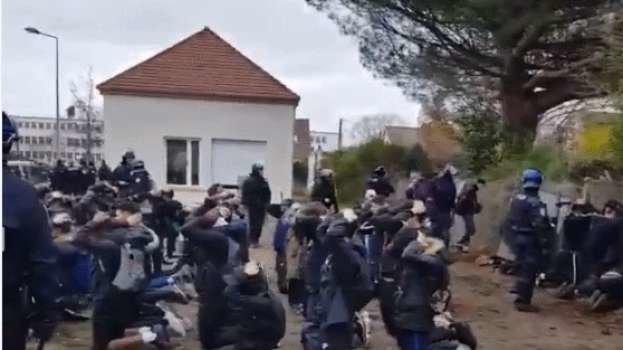 148 Schüler festgesetzt: Frankreich diskutiert über diese verstörenden