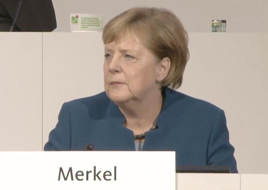 Angela Merkel hält bewegende Abschlussrede und kämpft mit den
