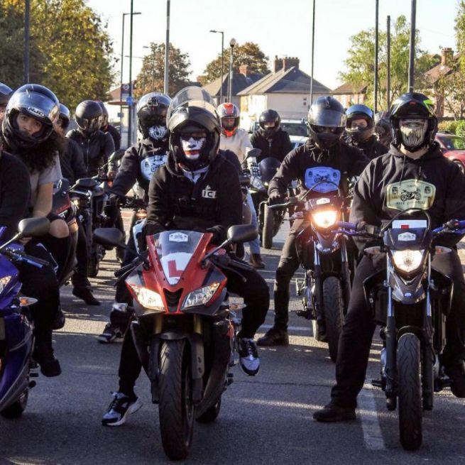 Junge wird in der Schule gemobbt: An seinem Geburtstag stehen vermummte Biker vor