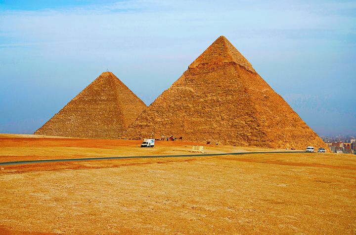 The pyramids at Giza, Egypt, as they are normally depicted in photographs.