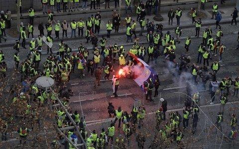 4주째 이어진 '노란 조끼' 시위, 135명이 부상을
