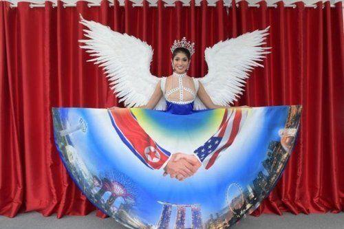 미스 유니버스 싱가포르 대표가 '북미 정상회담' 드레스를