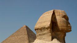 이집트가 피라미드에서 나체 사진을 찍은 커플의 조사에