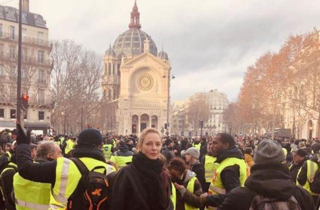 Uma Thurman et Owen Wilson repérés à Paris en marge des manifestations des gilets