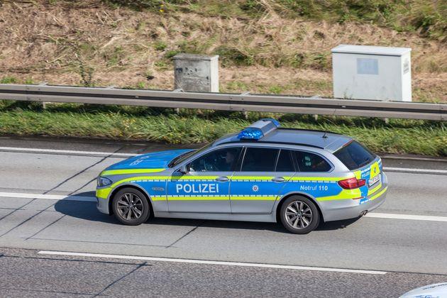 Die Polizei stoppte einen onanierenden Mann auf der Autobahn (Symbolbild).