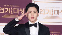 배우 김민석이 오늘(10일) 현역으로