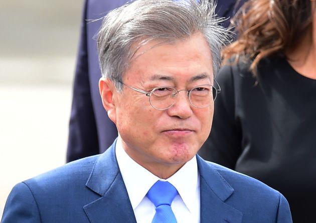 '오늘밤 김제동'은 문대통령 지지율에 어떤 영향을