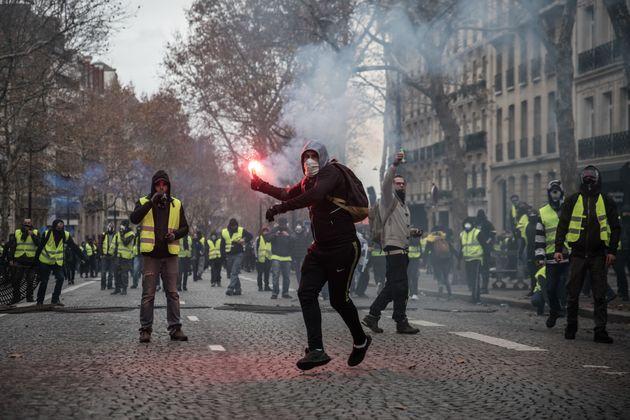 프랑스 유류세 인상 포기는 '그린 뉴딜 기후 정책'의 필요성을