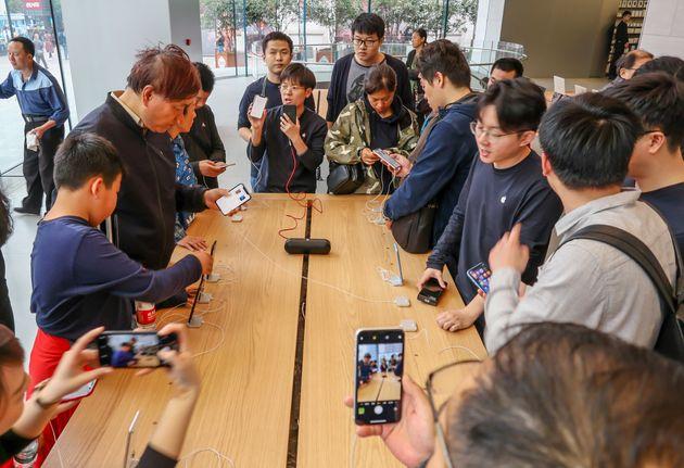 Κίνα: Δικαστική απόφαση απαγορεύει στην Apple την πώληση 7