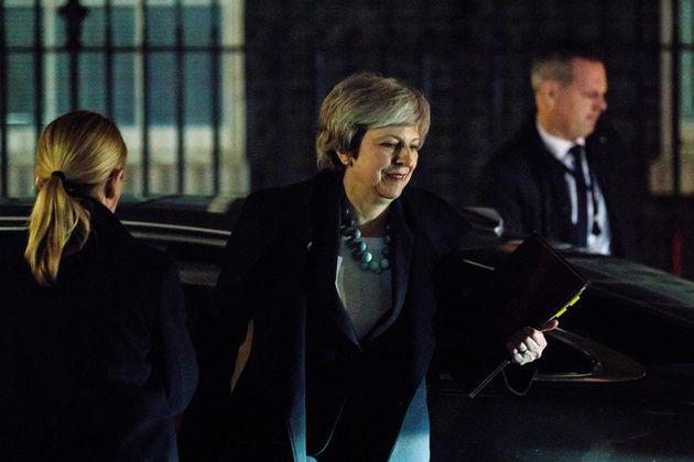 혼돈의 영국 : 메이 총리가 브렉시트 의회 표결을 전격