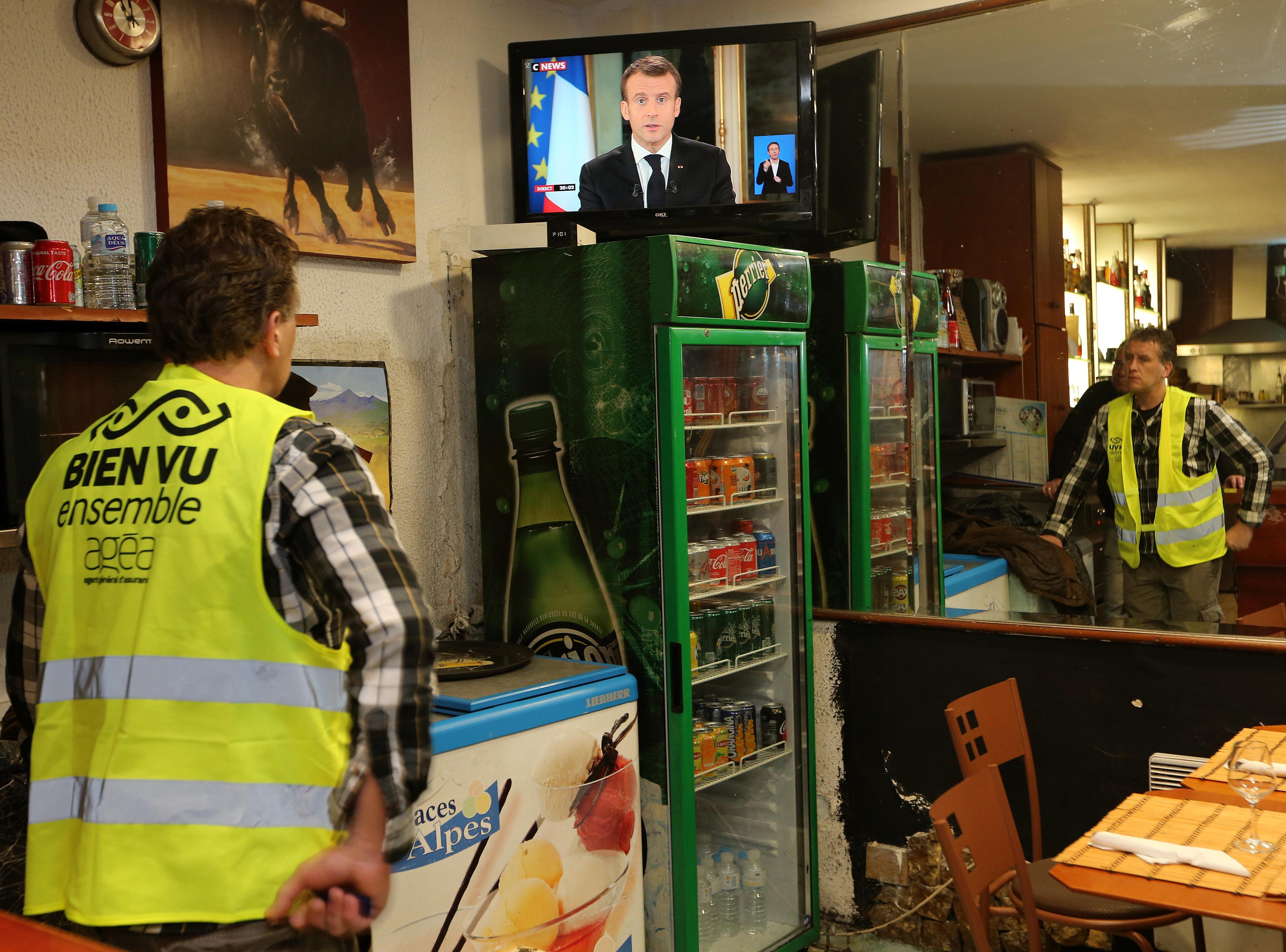 Η απάντηση της αντιπολίτευσης στη Γαλλία στο διάγγελμα