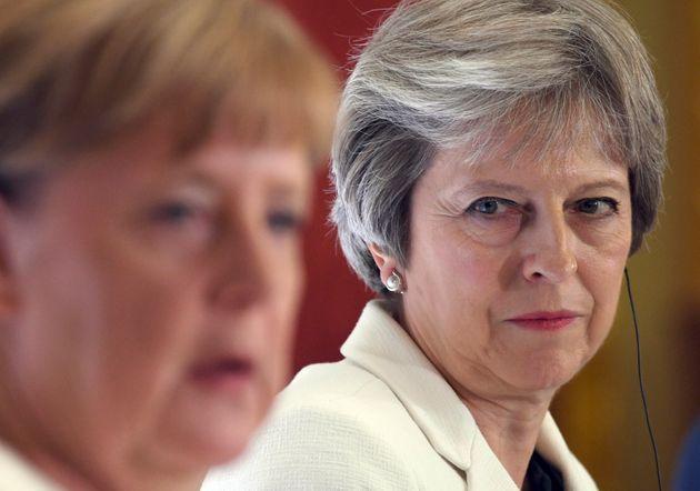 Brexit: Η Τερέζα Μέι ζητά τη στήριξη Ευρωπαίων ηγετών για να σώσει τη