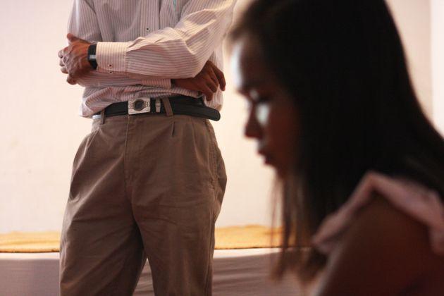 Die Jungfräulichkeit einer 13-Jährigen sollte zum höchstmöglichen Betrag verkauft werden. (Symbolbild)