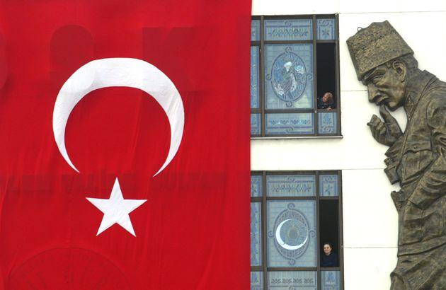 Έρευνα στο «βαθύ κράτος» της Τουρκίας: Ο «σκιώδης στρατός» του Ερντογάν και το πρόγραμμα απαγωγών της