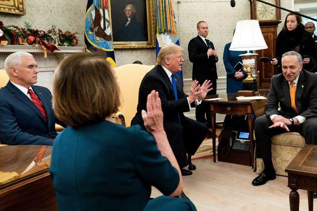트럼프가 민주당 지도부와 카메라 앞에서 격하게 충돌했다