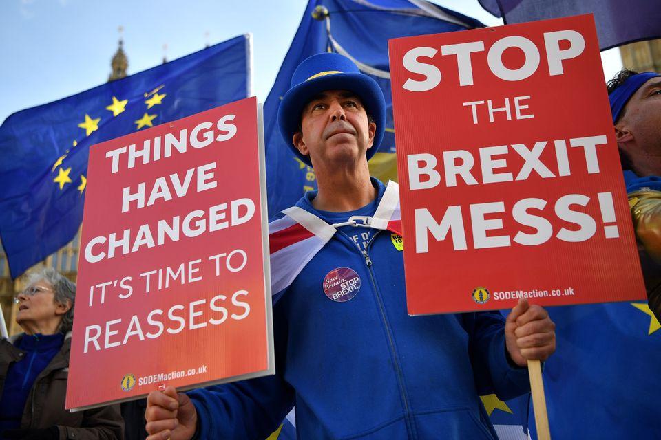 Steve Bray vor dem britischen Parlament.