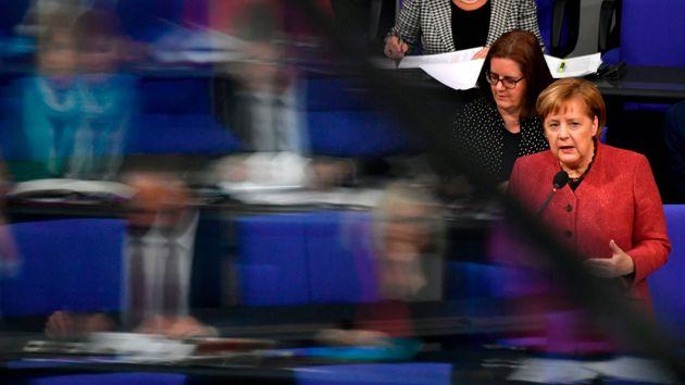 Angela Merkel im bei der Fragerunde im Bundestag.