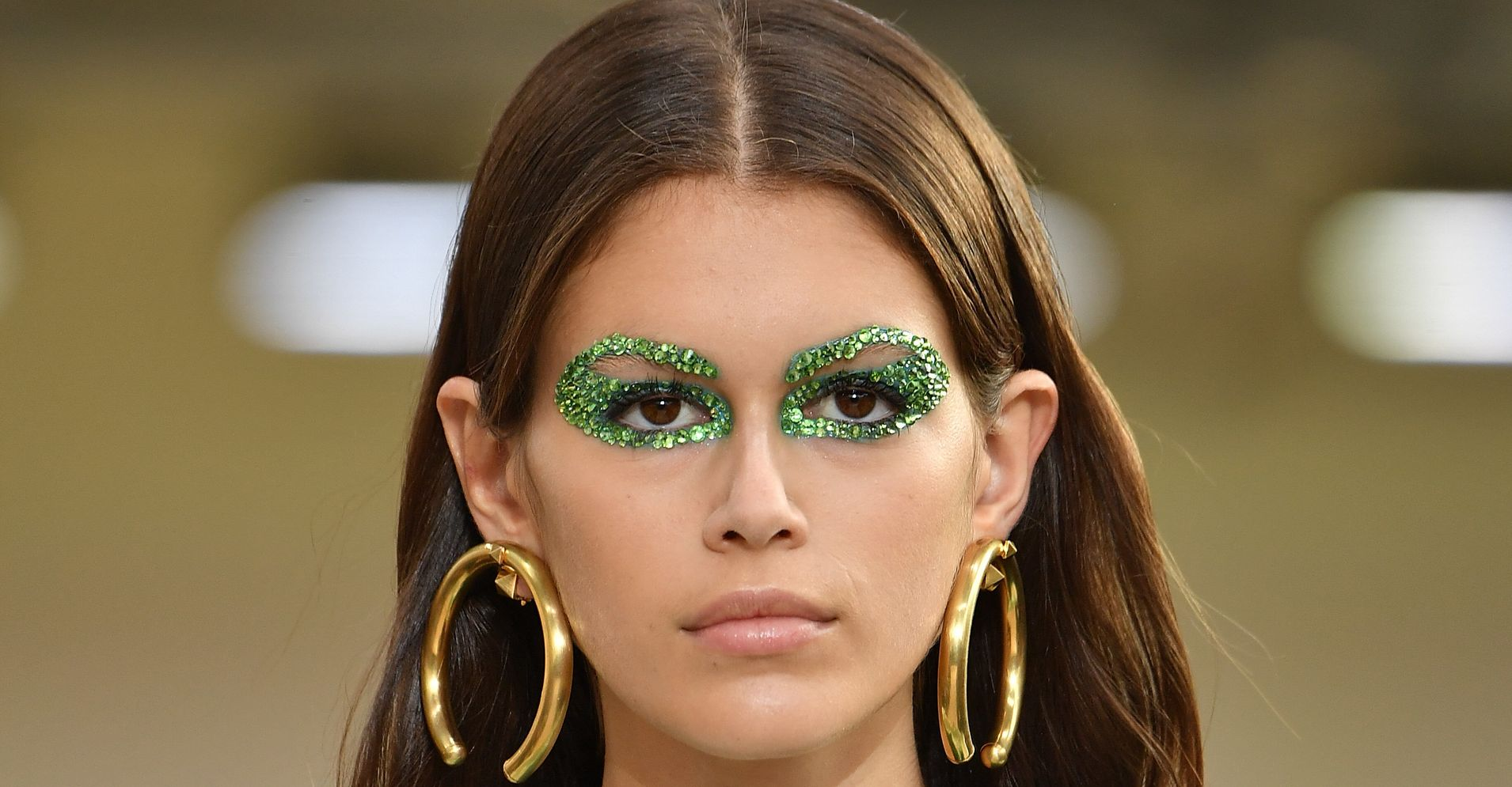 How To Wear Glitter Makeup, According To Pro Makeup Artists | HuffPost Life