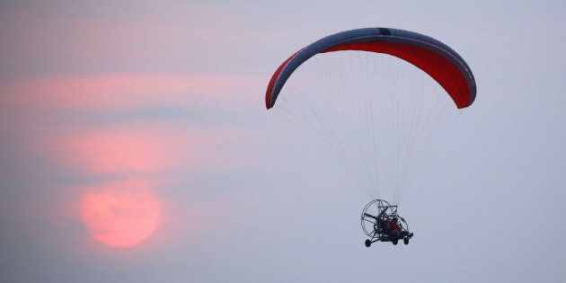 Man Falls To Death While Paragliding In Coimbatore | HuffPost India