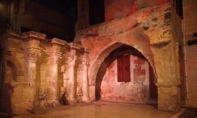 Η κρήνη Rimondi βρίσκεται στη σημερινή πλατεία του Πλατάνου και στο αλλοτινό κέντρο της βενετσιάνικης πόλης στην παλιά πόλη Ρεθύμνου. Οικοδομήθηκε το 1626 από τον ρέκτορα της πόλης Α. Rimondi. Κατά την περίοδο της τουρκοκρατίας, οι κρήνες προτιμούνταν να είναι σε στεγασμένους χώρους. Ετσι, προστέθηκε θόλος, ένα τμήμα του οποίου σώζεται σήμερα.