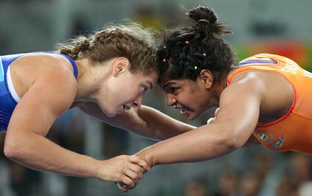 Sakshi Malik and Valeriia Koblova of Russia