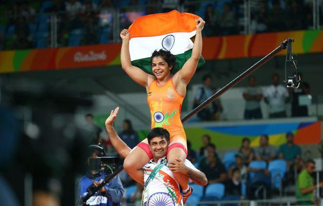 Sakshi Malik celebrates with her coach after winning the bronze
