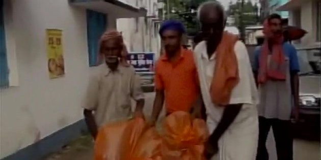 Their Request For Ambulance Turned Down, Family Carries Dead Body In A Plastic Bag In