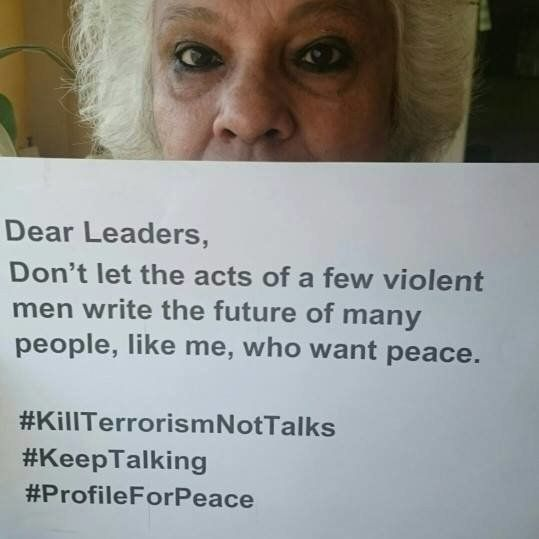 Indians And Pakistanis Are Putting Up Messages Of Peace As Their Display Pictures On