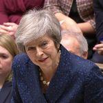 Brexit-Triumph: Theresa May übersteht Misstrauensvotum ihrer