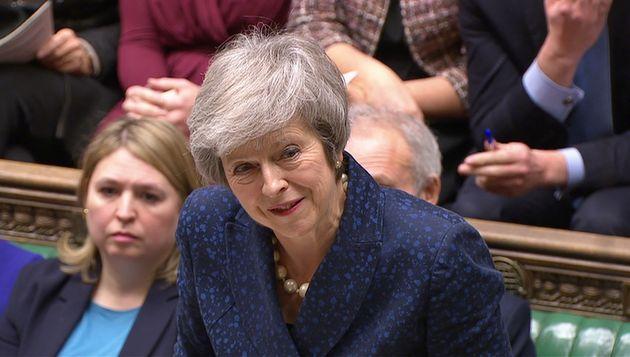 Theresa May hat das Misstrauensvotum über ihren Tory-Vorsitz und damit ihr Amt als Premierministerin Großbritanniens überstanden.