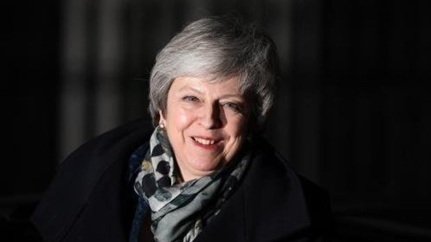 Theresa May defeats leadership challenge by 83 votes