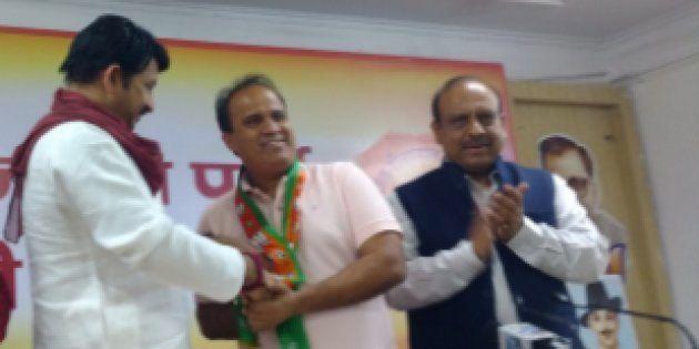 Delhi AAP MLA Ved Prakash Joins BJP Ahead Of Civic
