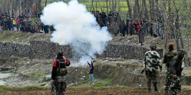 Local protesters trying to disrupt an anti-militant operation at Chadoora area in Budgam district on