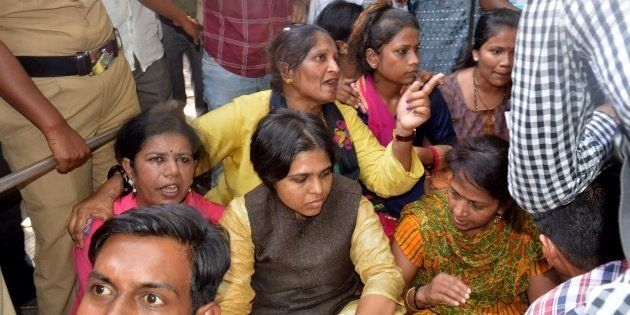 A Year After Lifting Of The Ban, Local Women Still Won't Enter The Shani Shignapur