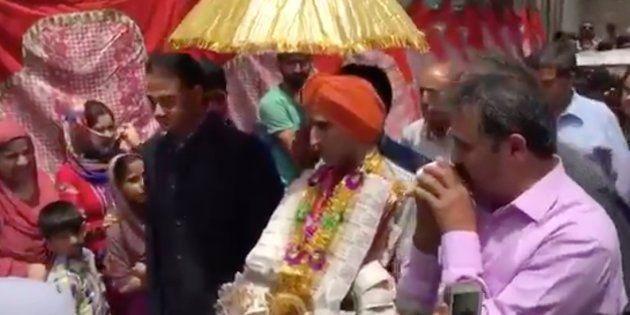 VIDEO: How A Muslim Neighbourhood In Srinagar Organised A Kashmiri Pandit