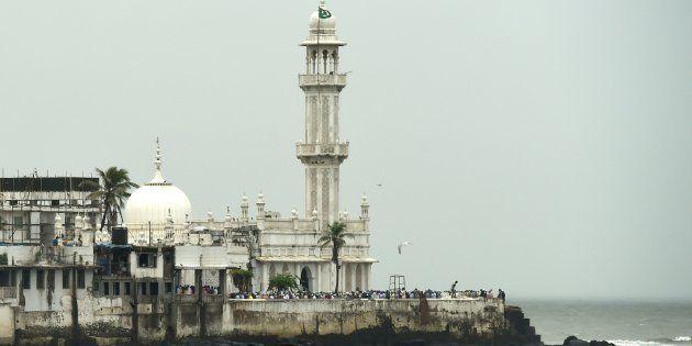 Supreme Court To Hear Petition On Entry Of Women Inside Haji Ali