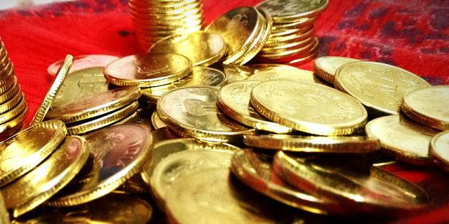 Income Tax Dept Seizes ₹10 Crores In Cash And 10 Kg Gold From UP