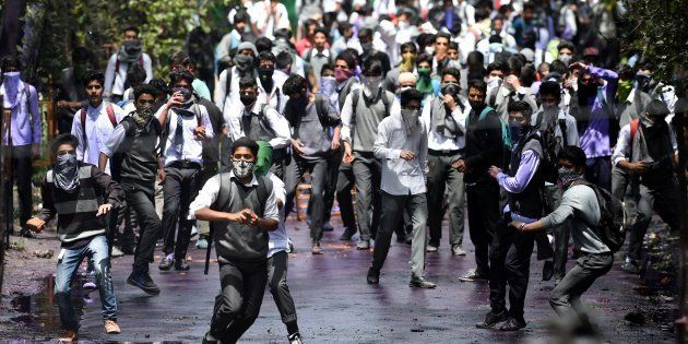 Kashmir Crisis: Fresh Unrest In Srinagar After Clashes Breakout Between Protesting Students And Security
