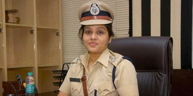 People Back Karnataka Cop D Roopa Who Was Transferred Right After Alleging Sasikala Bribed Jail Officials...