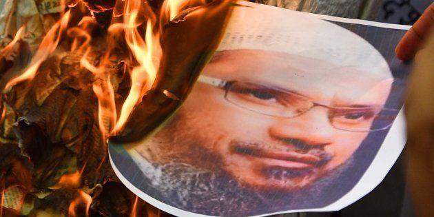 NIA Files FIR Against Controversial Islamic Preacher Zakir Naik, Raids 10 Centres Of His