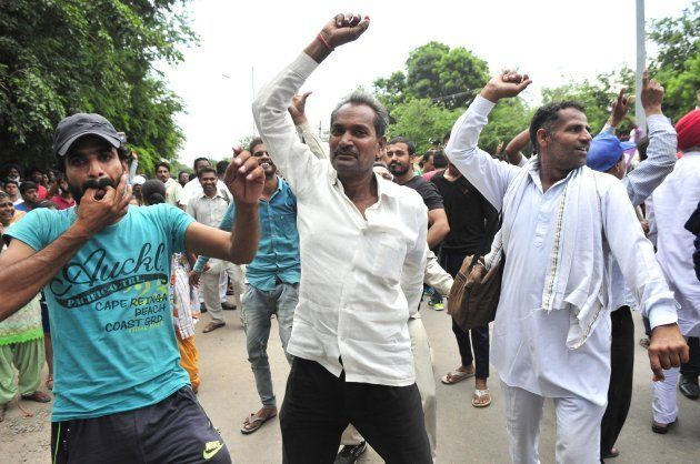 Dera Followers Celebrating when they got fake news about releasing of Dera chief Gurmeet Ram Rahim Singh...