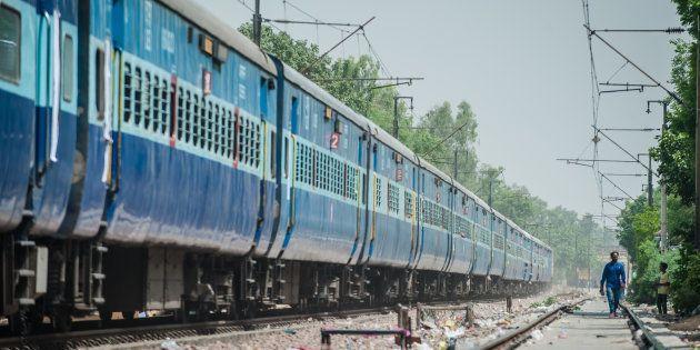 Delhi Woman Falls Off Train While Fighting Snatcher,