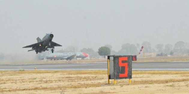 In A Rare Instance, IAF Chief Flies MiG-21 To Honour Comrade Who Died In The Kargil
