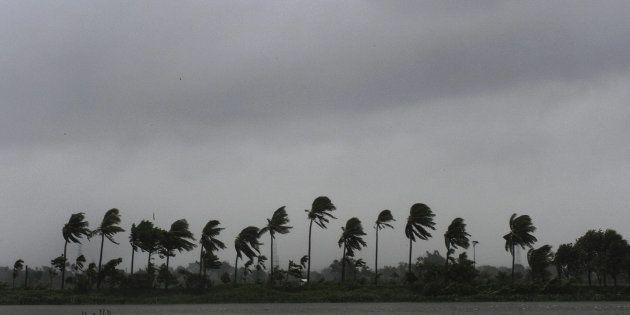 6 Killed, Thousands Evacuated From Coastal Areas As Cyclone Mora Hits