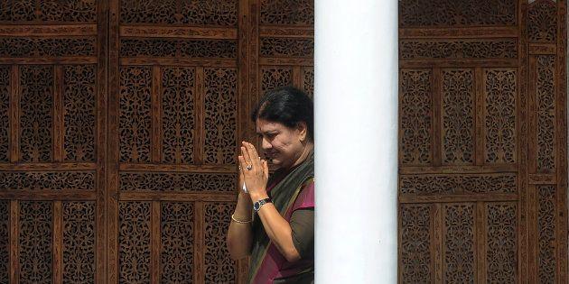 Tamil Nadu's 'Tussle For The Top' Reaches Lok Sabha As Sasikala Supporters Raise
