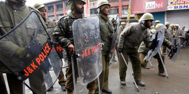 NIA Raids 14 Places In Kashmir, 8 In Delhi Over Pakistani Terror