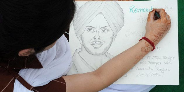 An Indian school girl draws a portrait of the historical Indian freedom fighter Shaheed Bhagat Singh...