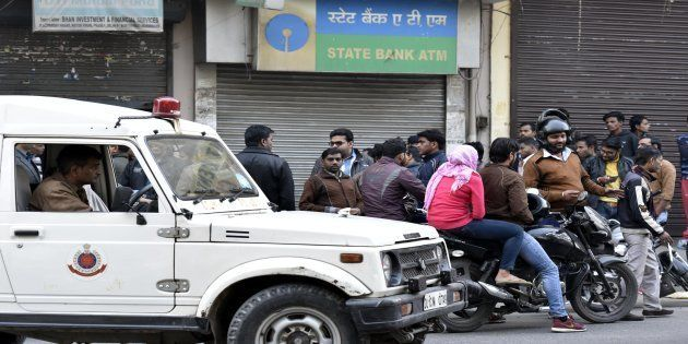 SBI ATM where cash van carrying Rs 10 lakh in new currency notes were