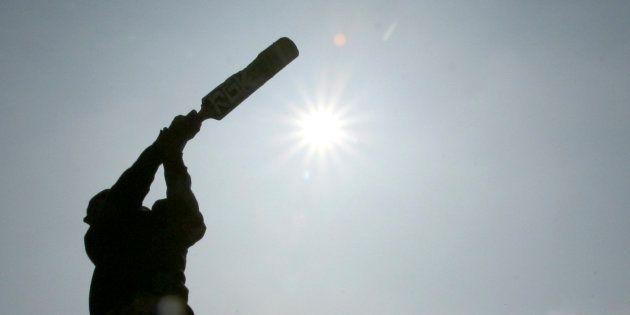 A Muslim boy plays cricket in Jammu December 23, 2008. REUTERS/Amit Gupta (INDIAN-ADMINISTERED