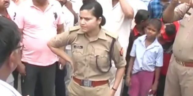 A Woman Police Officer In UP Refused To Get Bullied By A Bunch Of Angry BJP